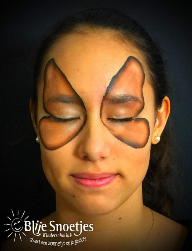 Gingerbread Butterfly face painting - Step 1