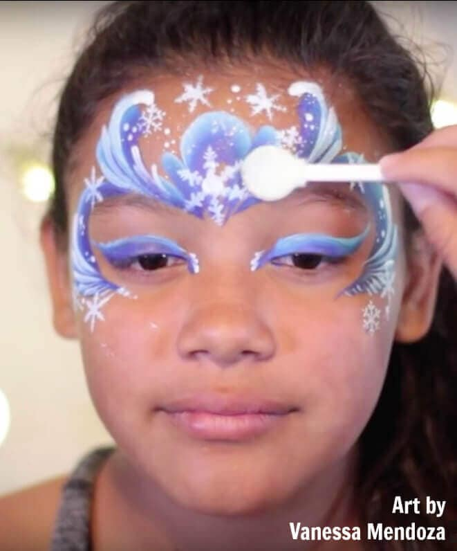 Using an applicator-brush in face painting